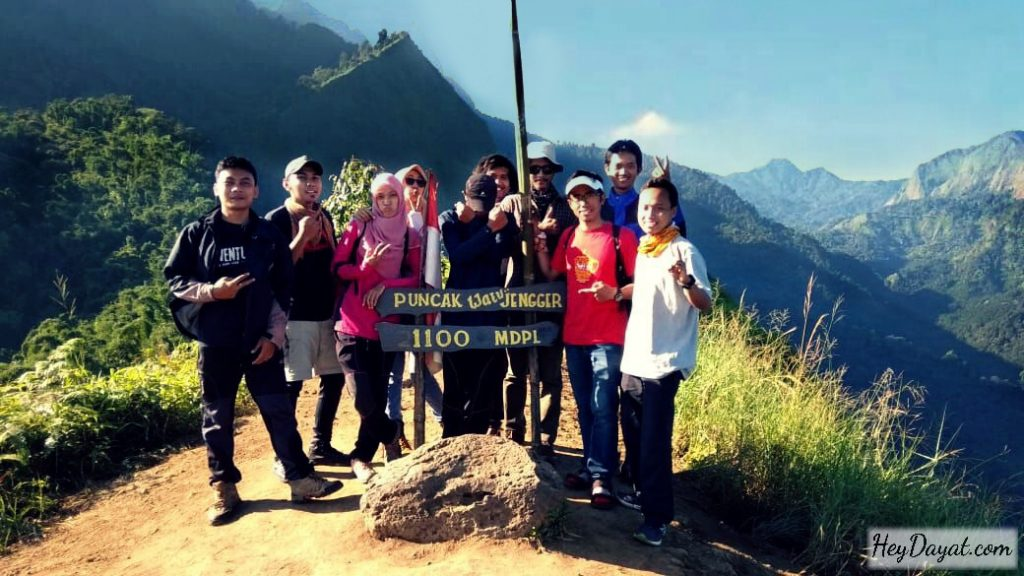 Penanda ketinggian puncak Watu Jengger