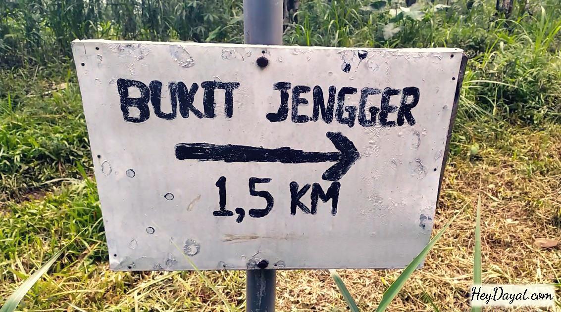 Petunjuk arah rute pendakian Bukit Watu Jengger