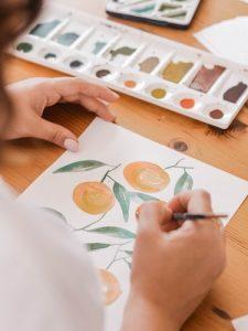 Menggambar atau melukis tanaman buah dengan daunnya