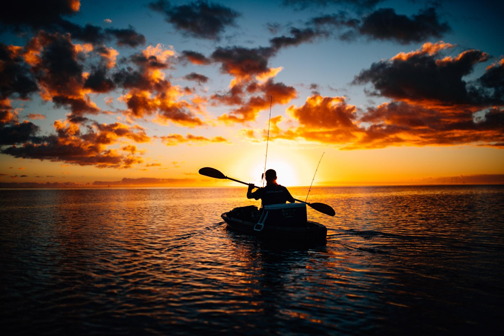Pergi memancing dengan perahu