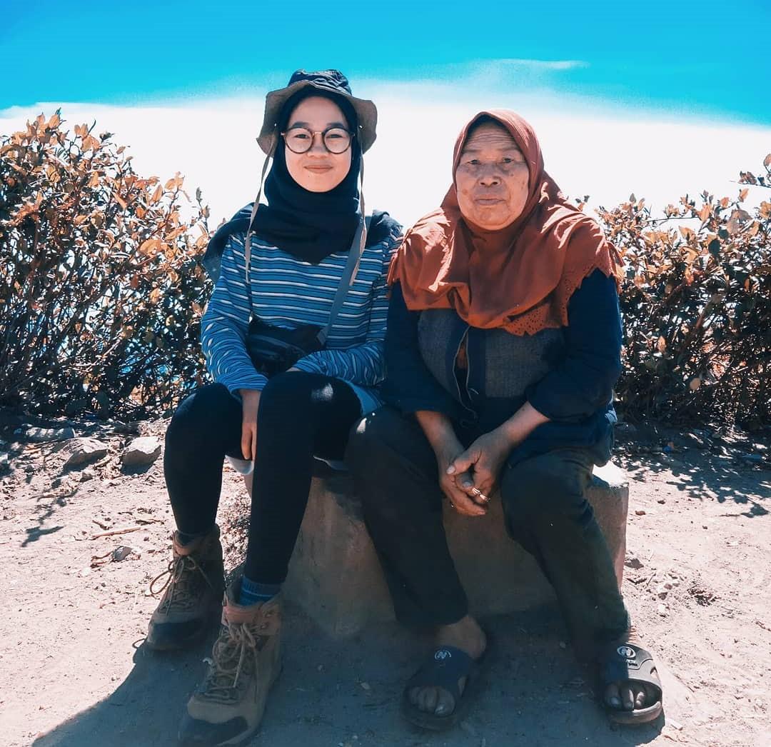 Pendaki gunung Lawu dan Mbok Yem