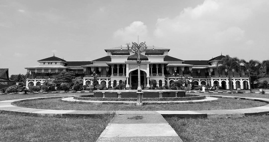 Istana Maimun Medan Hitam-Putih