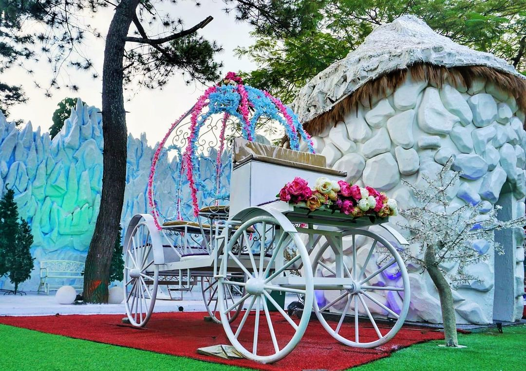 Kereta Kencana Dan Rumah Igloo Lembang Wonderland