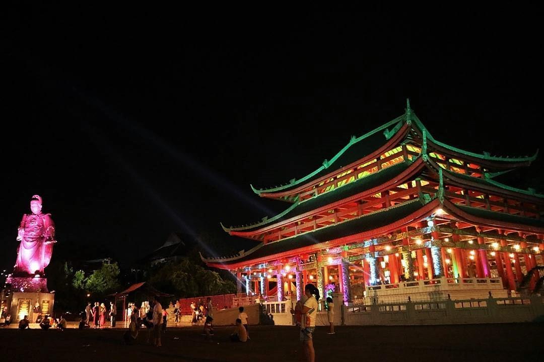 Sam Poo Kong Masih Ramai Pengunjung Saat Malam
