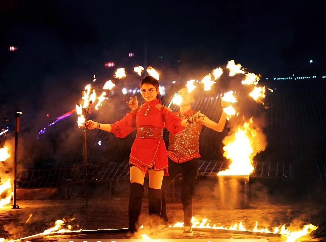 Fire Dance Show, Pertunjukan Api Milenial Glow Garden
