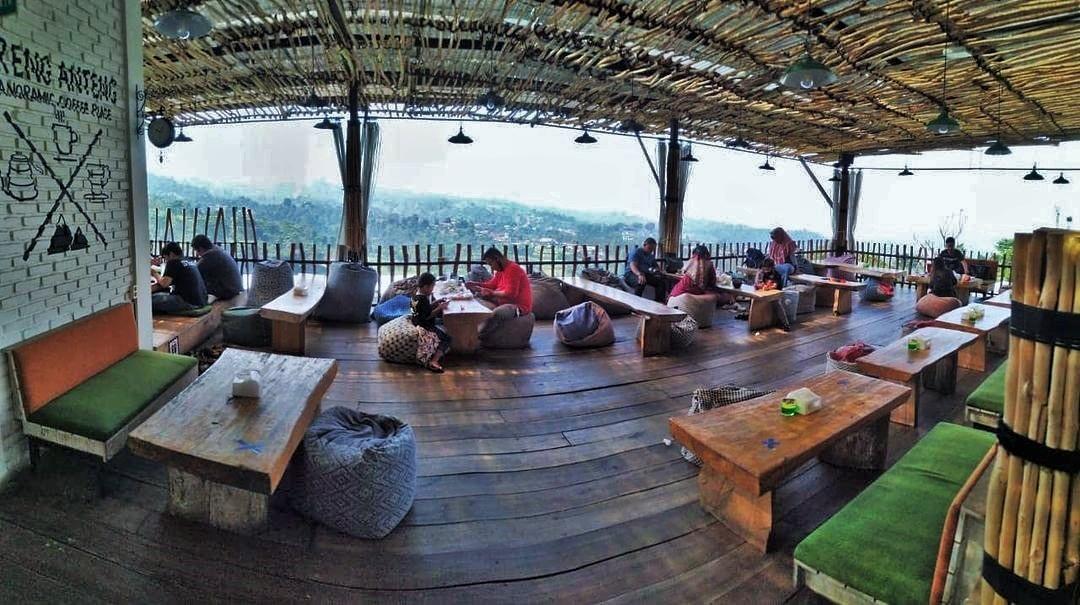 Suasana Cafe Lereng Anteng Panoramic Lembang Bandung