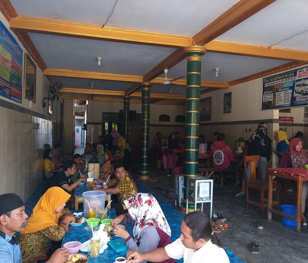 Suasana Depot Rica-rica Menthog Bu Win
