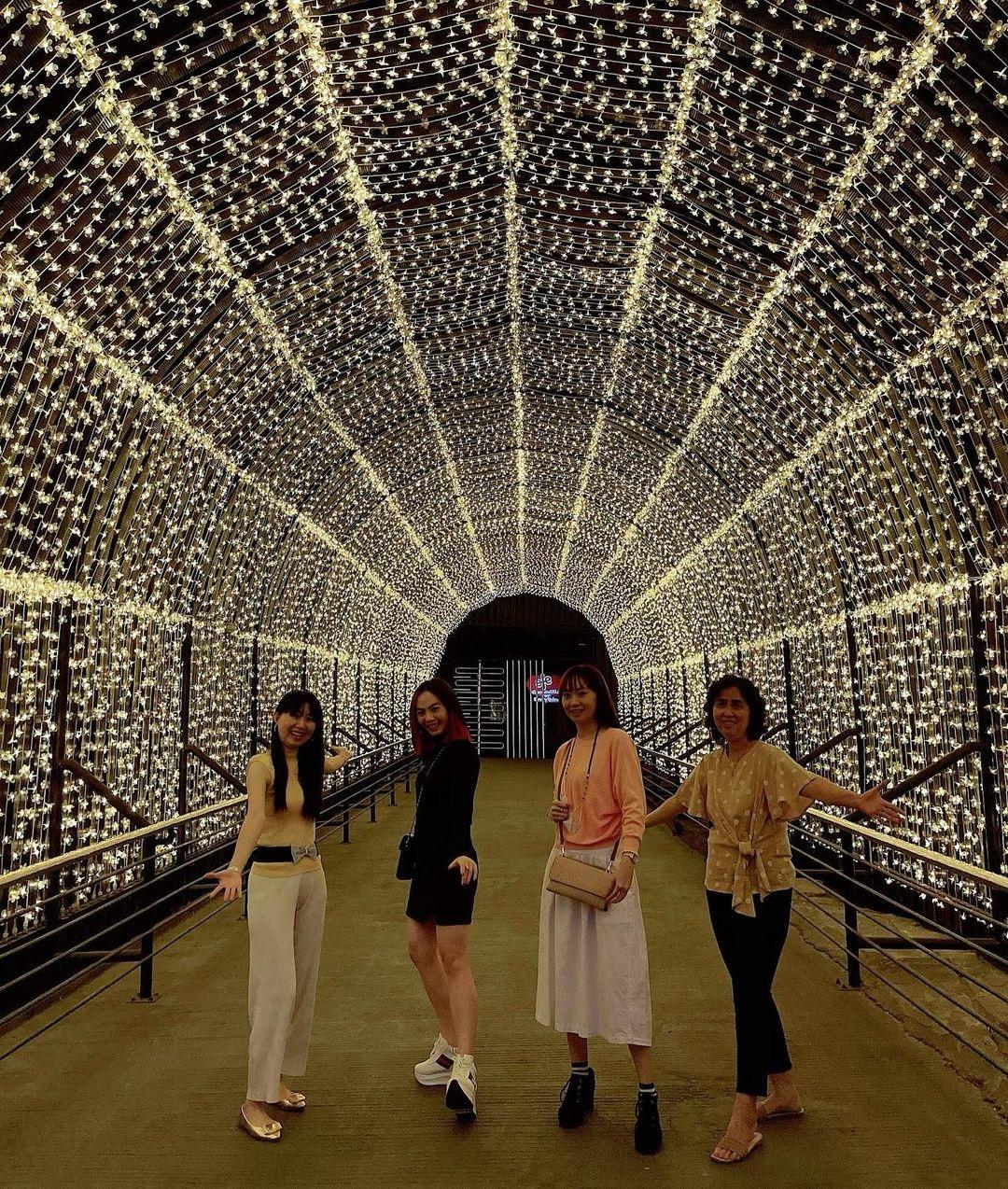 Terowongan Lampu Di Milenial Glow Garden Malang